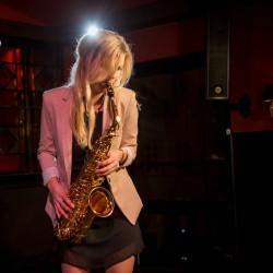 Saxophonistin Hamburg Clubauftritt
